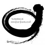 毛筆の黒く荒々しい楕円フレーム・枠